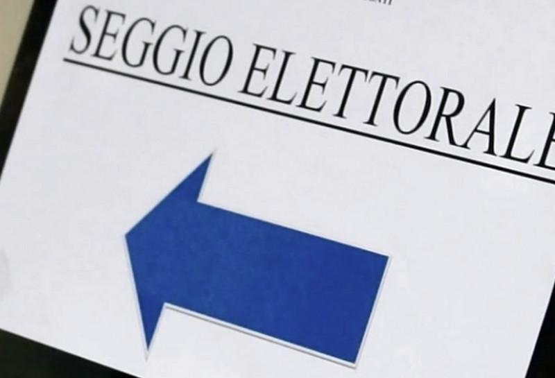 Boves, si rifiuta di depositare il voto nelle urne turbando il seggio: denunciata