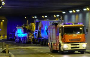 Camion si schianta contro un muro nella galleria Carle, rallentato il traffico del martedì