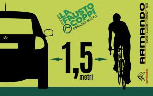Un adesivo 'salvaciclisti' nel pacco gara della 'Fausto Coppi'