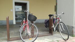 Ruba una bicicletta in piazza Galimberti, ma viene arrestato poco dopo dalla Polizia
