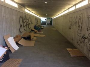 Cuneo, il sottopasso del Movicentro è ancora un bivacco per i senzatetto