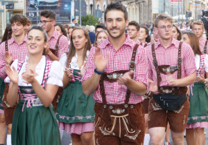 Aperte le selezioni per oltre 200 assunzioni a tempo determinato all'Oktoberfest di Cuneo