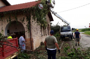 Busca, i volontari della Protezione civile hanno ripulito l'edificio delle ex scuole a San Defendente