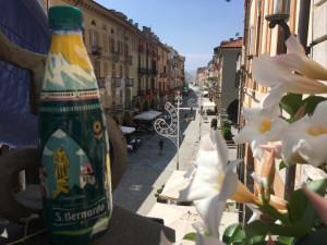 Acqua San Bernardo dedica una bottiglia speciale alla città di Cuneo