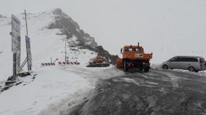 Neve sul Colle dell'Agnello, ma la strada è aperta