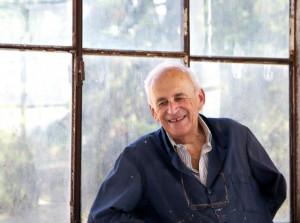'Tanchi' il pittore si racconta nel giardino della sua casa cebana