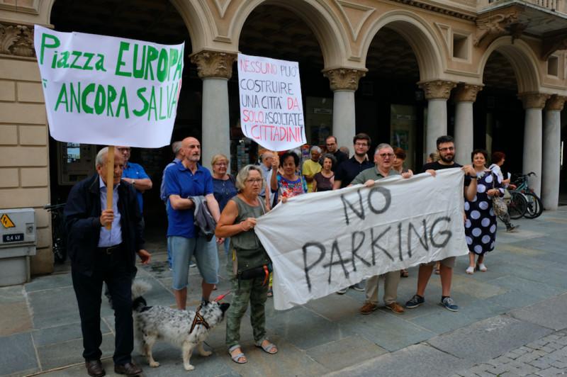 Piazza Europa, l'associazione 'contro': 'La lettera minatoria colpisce anche il nostro impegno'