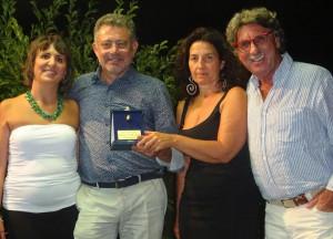 Monforte d'Alba, l'associazione culturale Asmangia ha premiato l'enologo Claudio Rosso con la 'Brigna d'Or'