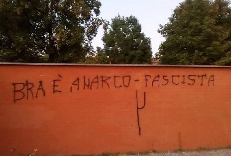 Scritte e atti vandalici sui muri di edifici privati e strutture comunali a Bra: indaga la Polizia Municipale
