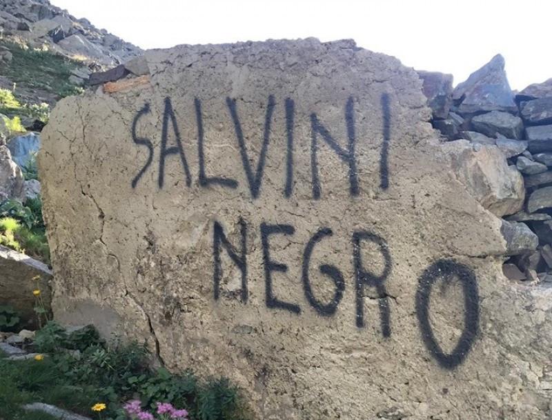 Imbrattamento anti-Salvini nei pressi del Buco di Viso