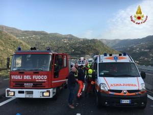 Settantanovenne di Mondovì imbocca contromano l'Autostrada dei Fiori: cinque feriti