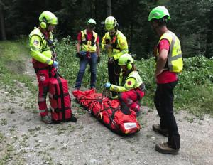 Una signora cade nei boschi sopra la Certosa di Pesio: recuperata dal Soccorso Alpino