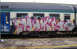Sorpresi mentre imbrattano un treno a Ceva, denunciati due writers cuneesi