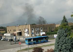 Incendio nella zona industriale di Busca, intervengono i Vigili del Fuoco