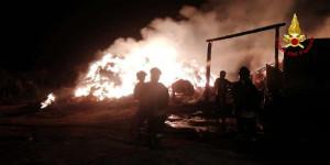 Uno chalet va a fuoco a Limone Piemonte, ma il tetto è salvo