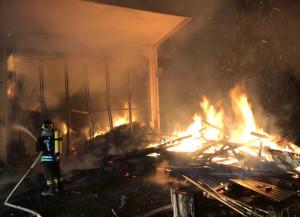 Capannone in fiamme a San Chiaffredo, sul posto quattro squadre dei Vigili del Fuoco
