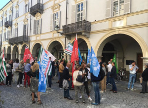 Quaranta dipendenti UBI Banca di Cuneo 'esternalizzati': la protesta in via Roma