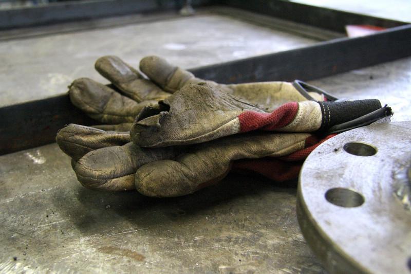 'I guanti degli operai Michelin non proteggono dalle sostanze cancerogene'