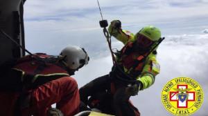 Alpinista precipita per decine di metri da un torrione del Monviso: è ferito, ma cosciente