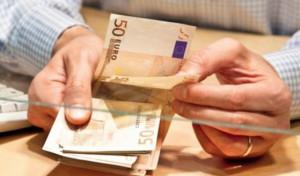 Tenta di truffare una banca per 22 mila euro, ma il direttore non si fa fregare