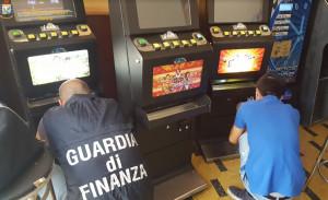 Slot machine manomesse per evadere il fisco: sequestri della Finanza anche in provincia di Cuneo