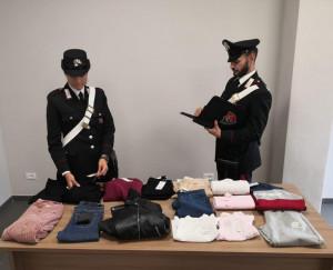 Fanno 'shopping' senza pagare a Borgo San Dalmazzo, denunciate due nordafricane