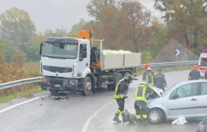 Scontro tra auto e camion, rallentamenti sulla tangenziale di Mondovì
