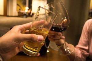 A Canale ci si confronta sui temi della paternità bevendo vino