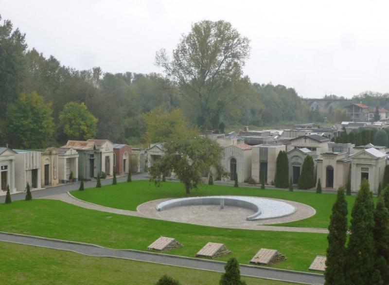 Un'area per la dispersione delle ceneri al cimitero di Cuneo
