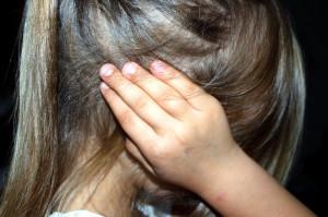 Sotto accusa per abusi sessuali sulla figlia, il pm chiede otto anni