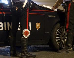 Bra, sfrecciano a bordo di un'auto rubata e non si fermano all'alt dei Carabinieri: presi