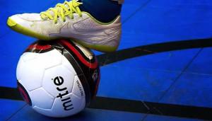 Maxi rissa nel derby di calcio a 5, coinvolto anche un tifoso: sospesa Langa-Albese
