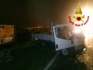 Scontro tra auto e furgone a Cuneo, c'è un ferito