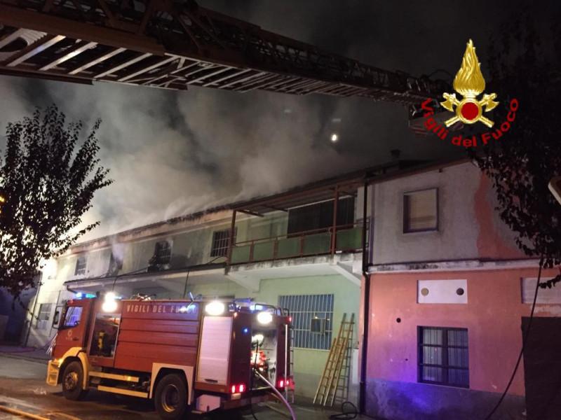 In fiamme l'ex stabilimento Fonti San Maurizio a Roccaforte Mondovì