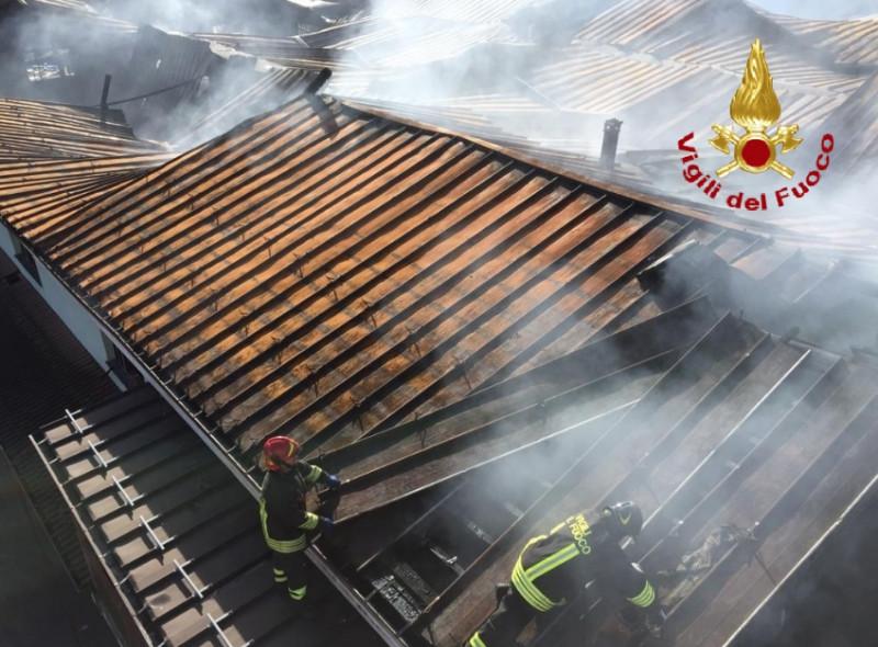 Spento l'incendio alle Fonti San Maurizio di Roccaforte Mondovì, si procede con la messa in sicurezza