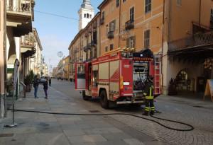 A fuoco un contatore elettrico, intervento dei Vigili del Fuoco in via Roma a Cuneo