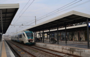 'Nella tratta Fossano-Cuneo passeggeri stipati come sardine sul treno'