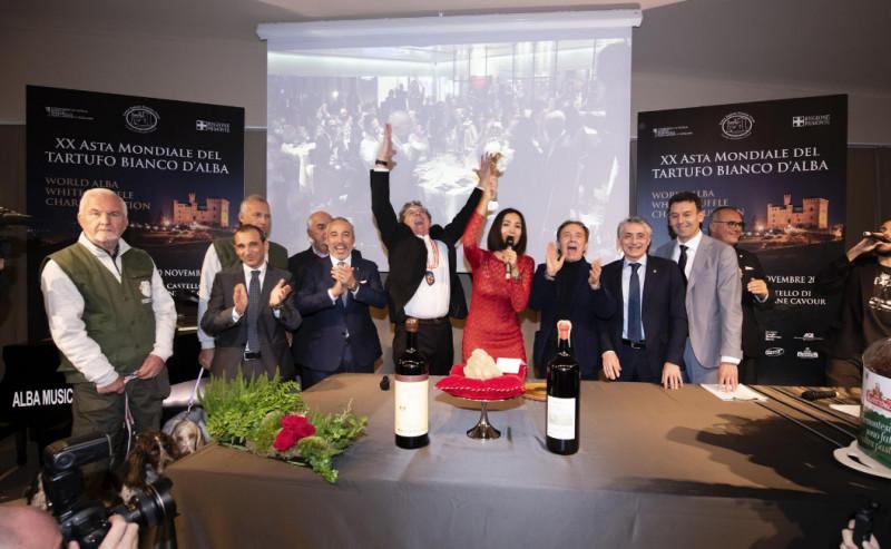 All'Asta Mondiale del Tartufo Bianco d'Alba battuti lotti per 420 mila euro