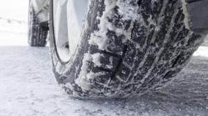 Da domani scatta l'obbligo delle gomme da neve su strade statali e autostrade