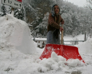 Dopo i disagi dei giorni scorsi la neve torna a cadere sulla Granda