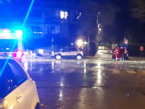 Auto abbatte un lampione lungo viale Angeli