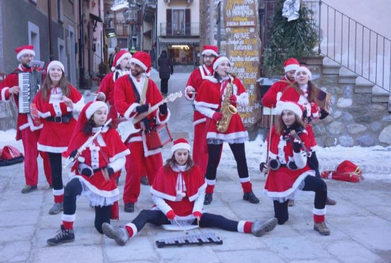 Babbo Natale Animazione.Limone Nel Weekend Dell Immacolata Musica E Animazione Al Villaggio Di Babbo Natale Cuneodice It
