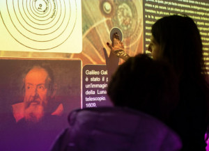 Più di 15 mila visitatori per la mostra 'Destinazione Luna', che rilancia e proroga l'apertura di un mese