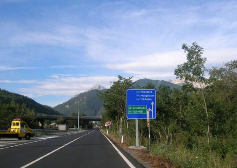 Fino al 6 marzo 2020 i tir delle aziende cuneesi potranno transitare sul Monginevro