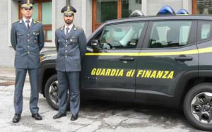 La Finanza sequestra nel Saluzzese oltre 40mila prodotti natalizi irregolari e contraffatti