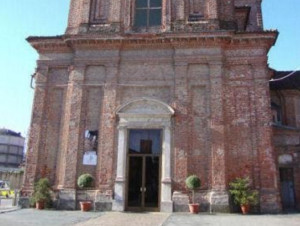 Chiusa dopo il distacco di una porzione di intonaco la chiesa di Santa Maria a Verzuolo