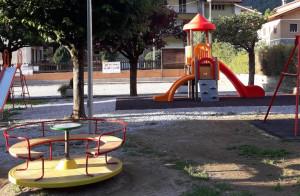 La parrocchia e il Comune hanno finanziato il 'restyling' del parco giochi di Monterosso Grana