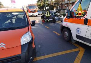 Alba, incidente in zona San Cassiano: carburante sulla carreggiata