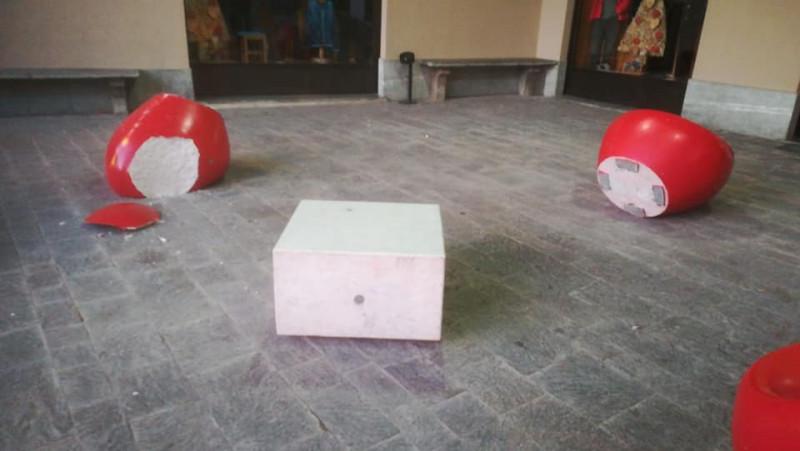 Boves, atti vandalici nella notte in piazza dell'Olmo