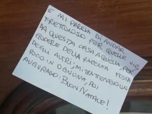 A Borgo San Dalmazzo un misterioso 'Babbo Natale' ha fatto gli auguri casa per casa